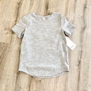 NWT Lululemon grey camo short sleeve top 6